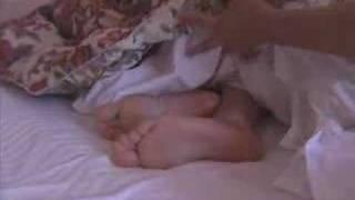 安田美沙子がもうひとりの安田美沙子に寝起きどっきりレポート。