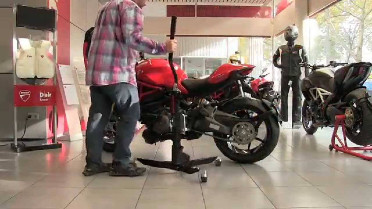 bequille d 39 atelier moto centrale constands power ducati monster 1200 instruction youtube. Black Bedroom Furniture Sets. Home Design Ideas