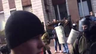 1 мая Донецк.Штурм прокуратуры(полное видео)