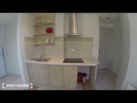 Renovated 1-bedroom apartment for rent in Paris's 18th arrondissement - Spotahome (ref 205036)