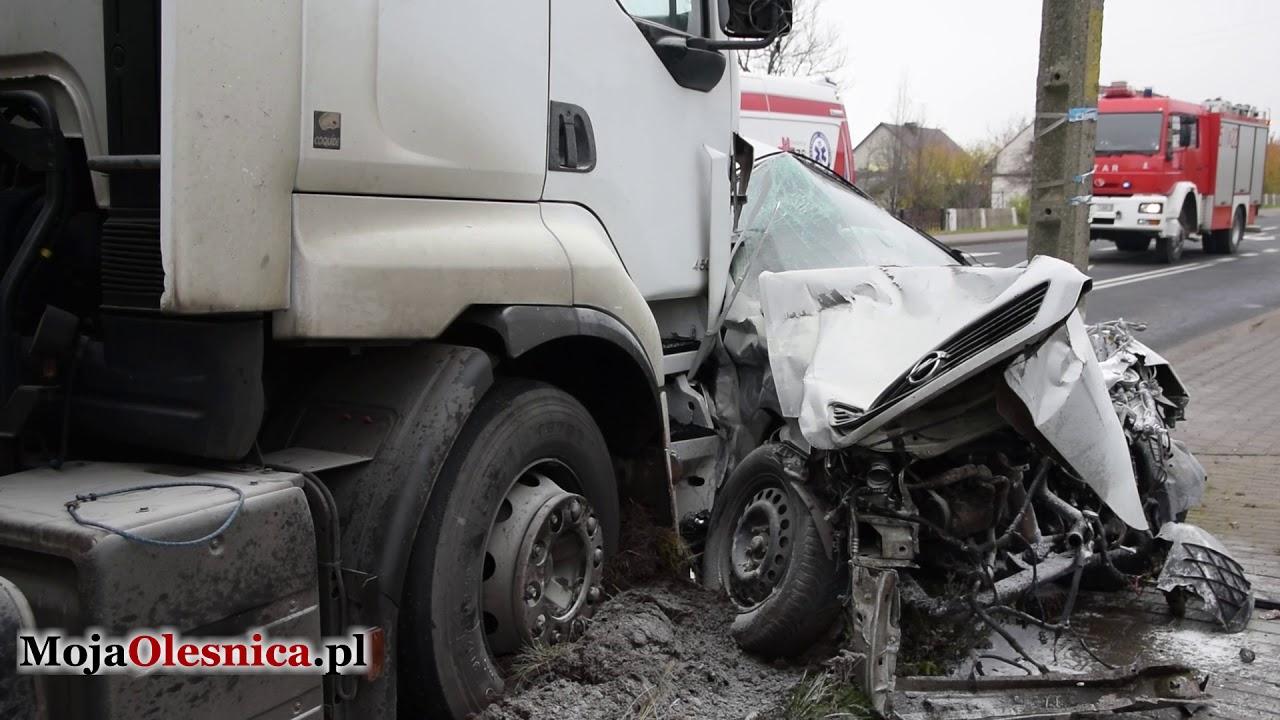 15.11.2017 Cieśle – wypadek ciężarówki i osobówki