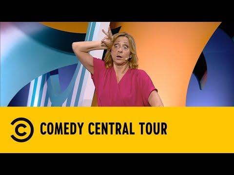 Perché le donne ci mettono più tempo a vestirsi degli uomini - Debora Villa - Comedy Central Tour