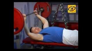 Советы тренера: качаем мышцы грудного пресса, видео(НАШЕ УТРО Тренер подскажет как правильно качать мышцы грудного пресса., 2013-05-03T14:34:02.000Z)