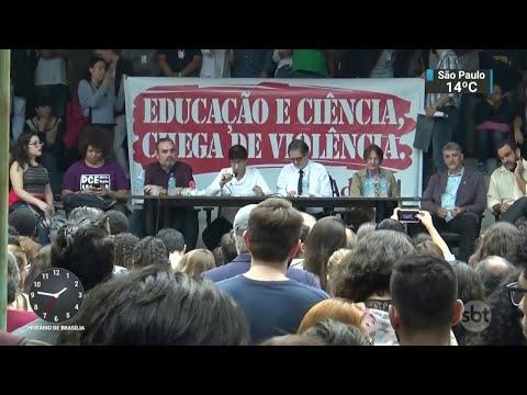 Alunos e funcionários protestam contra criminalidade em campus da UFRJ | SBT Notícias (24/05/18)