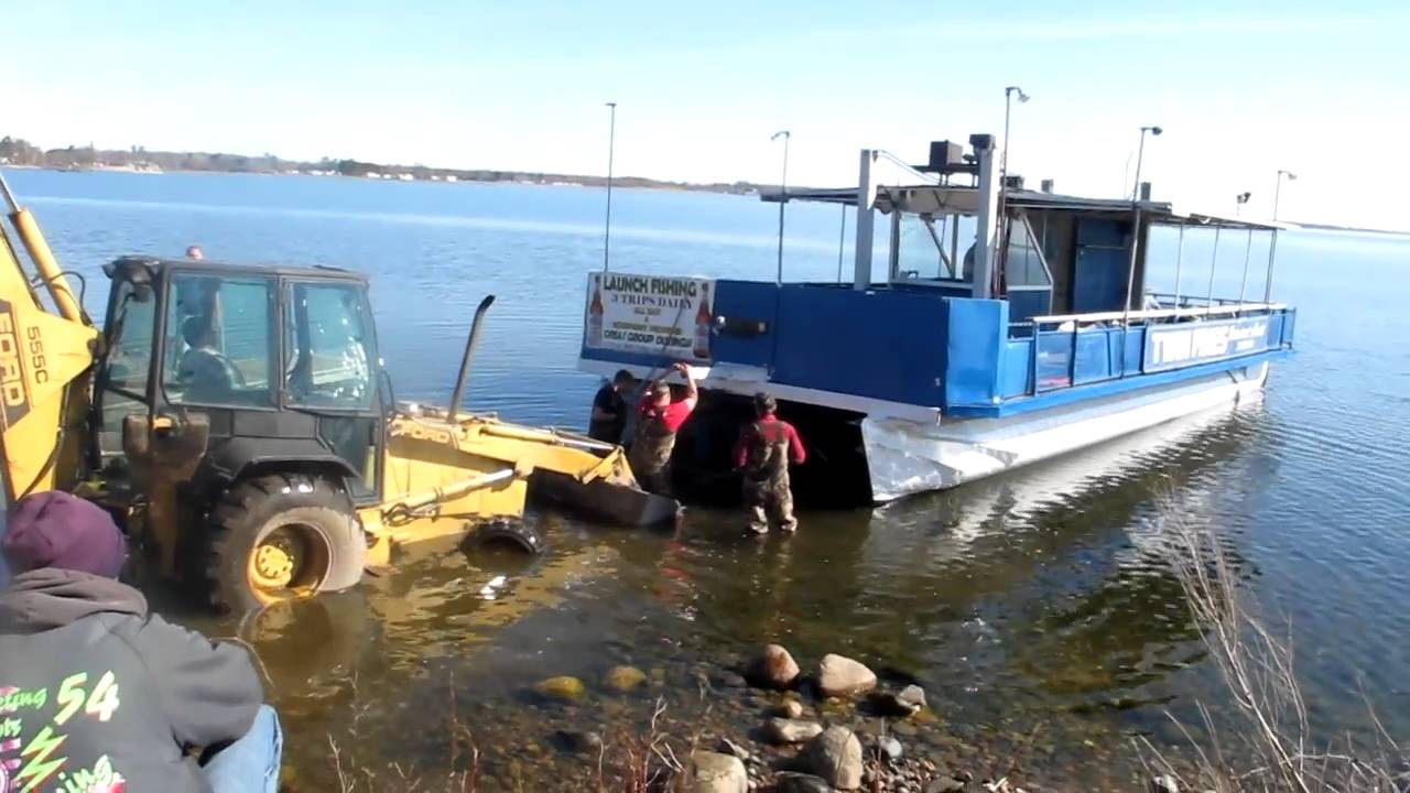 Twin pines resort pontoon fishing launch hitting mille for Lake mille lacs ice fishing