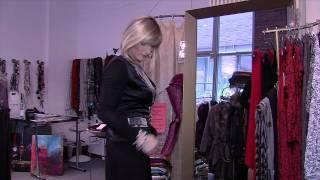 Repeat youtube video Crossdresser Travestie Transvestit Gay Frauenkleider Schwul by schuhplus Schuhe Übergrößen