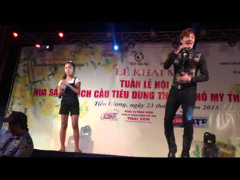 Nhói Lòng  Lâm Chấn Khang hát Live Tại Lễ Hội Mua Sắm ở Mỹ Tho với em gái nhỏ 2015
