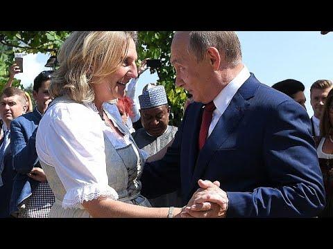 Putin convidado polémico no casamento da chefe da diplomacia austríaca