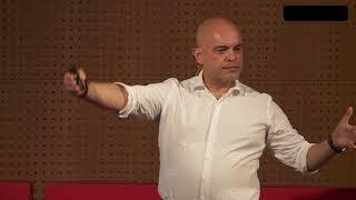 É possível construir um Espírito Livre? | Carlos de Andrade | TEDxFunchal