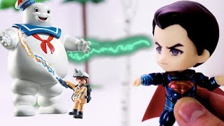 Go Avengers Small Superman and Huge Spiderman plays with the Playmobil Ghostbusters