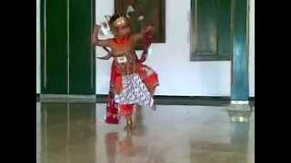 Arva Megantara - usia 4,5 tahun - Tari Wirotoyo