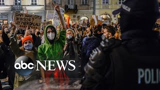 Protests, Presidential campaign and festive lights: The World in Photos,Oct. 29