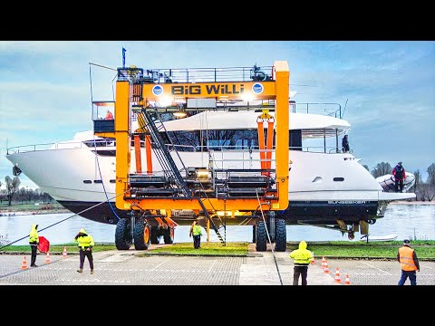 """Ship Launch with """"Big Willi"""" the Boat Lift 