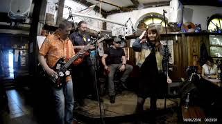 Коты Долорес - Дихлофос, Крутая песня, красиво задорно поет, смотреть до конца=))))
