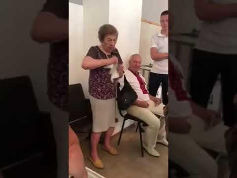 Пенсионерка из Львова попыталась съесть бюллетень