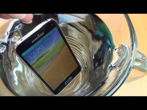 Samsung Galaxy S5 mini im Wasser Test