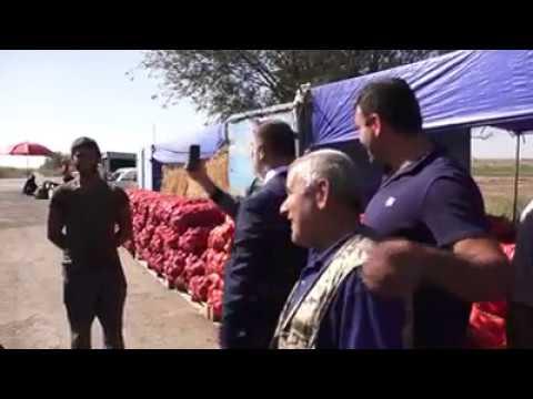 Նախարարն այցելել է Արմավիր–Երևան մայրուղու վրա գտնվող անանուն, բայց անուն հանած շուկա