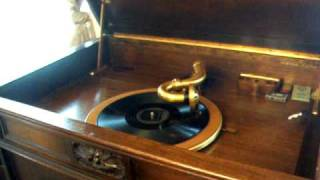 Harry Richman sings - Puttin on the Ritz - 1929 on a Victor Credenza