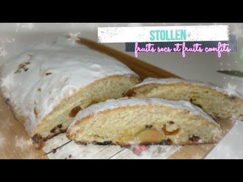 stollen/-recette-de-brioche-avec-des-fruits-confits-et-secs,-pâte-d'amande-et-4-épices