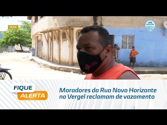 Moradores da Rua Novo Horizonte no Vergel reclamam de vazamento que abriu uma cratera