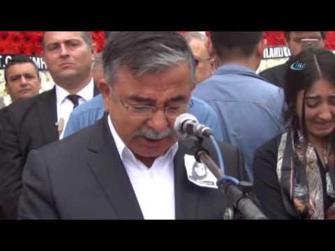 Milli Eğitim Bakanı Şenay Öğretmen İçin Gözyaşlarını Tutamadı