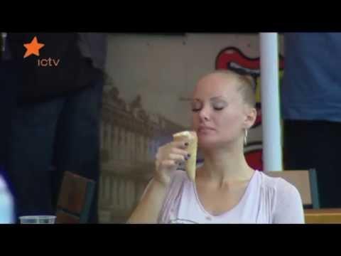 Любительские фото блондинка лижет киску