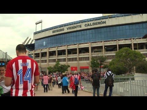 Tristeza y emoción por el cierre del Vicente Calderón en Madrid