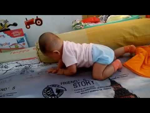 Tips Agar Bayi Cepat Bisa Duduk.