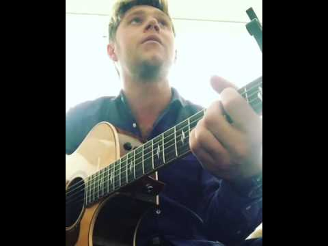 Niall Horan - This Town Acoustic