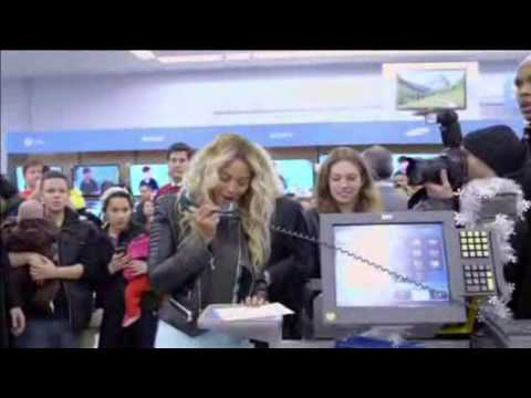 Beyonce Pays for Shoppers' Christmas Gifts at Local Walmart