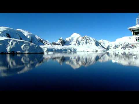 Antarctica, Sailing Paradise Harbor: www.voicesdelaluna.com