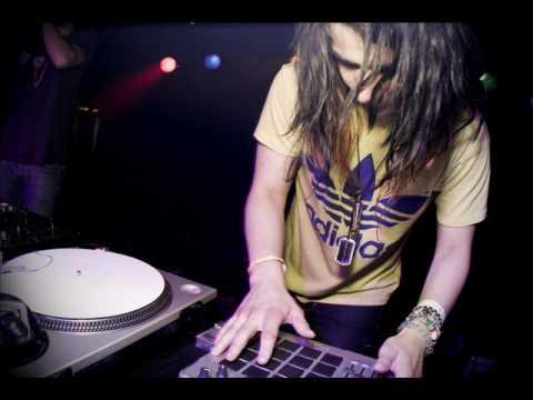 Music video Sonny Moore - Lustbug