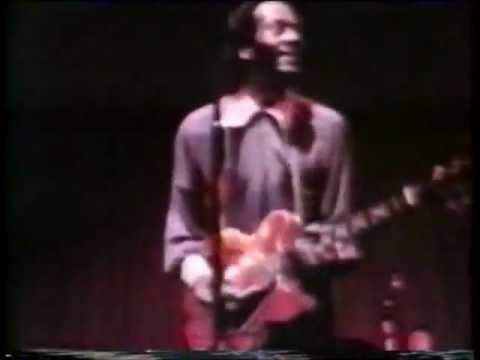 Chuck Berry - Carol / Let It Rock (Paris, 1973)