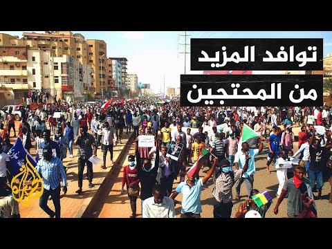 عاجل| توافد المزيد من المحتجين إلى شوارع الخرطوم وإغلاق لطرق الرئيسية