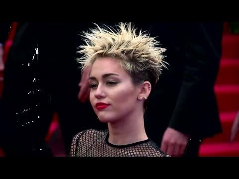 Miley Cyrus Says She's 'So Sad' After Amanda Bynes Calls Her 'Ugly' - Splash News | Splash News TV