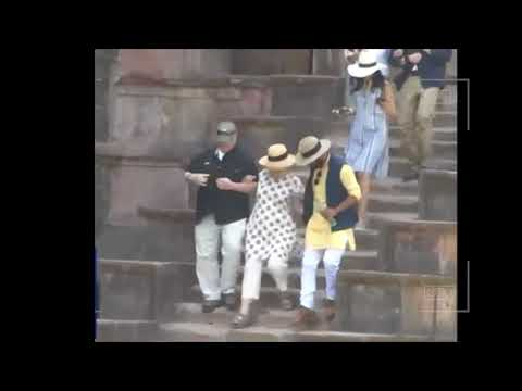 Hillary Clinton falls down stairs in India two times