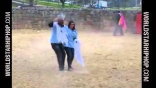Download Video Drunk couple vs bull MP3 3GP MP4