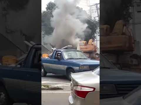 Carreta pega fogo perto de posto de combustível - parte 11