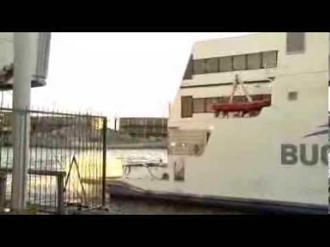 ¡Insólito! El ferry del Papa Francisco chocó contra un muelle
