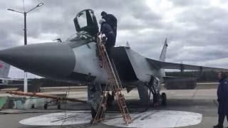 Истребитель перехватчик Миг 31БМ совершает взлет