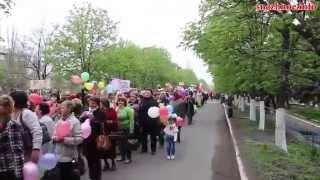 Многотысячная демонстрация в городе Снежное на 1 мая 2015 год(http://snezhnoe.info - видео с города Снежное 1 мая в городе Снежное прошла одна из самых многотысячных демонстраций..., 2015-05-02T05:08:20.000Z)