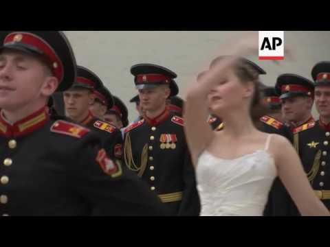 Moscow cadet school graduates get diplomas