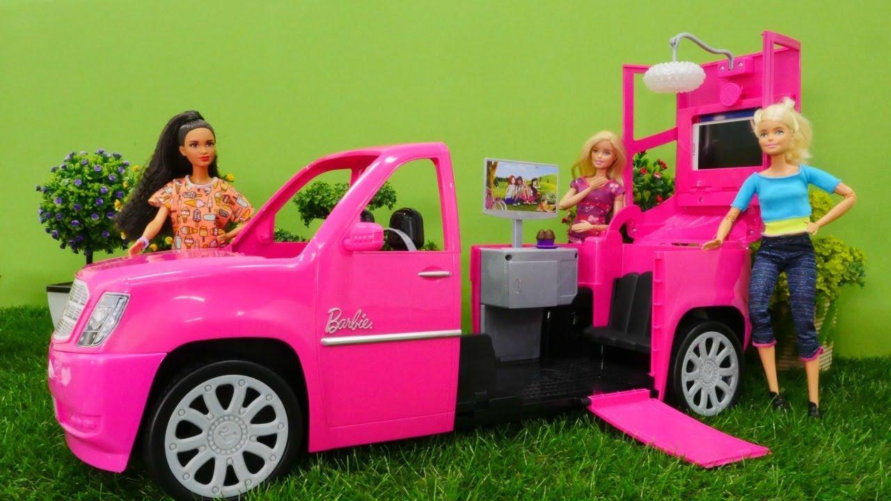spiel mit barbie kellys neues auto spielzeugvideo f r. Black Bedroom Furniture Sets. Home Design Ideas