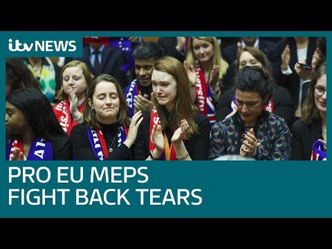 Emotional MEPs Sing Auld Lang Syne After EU Approves Brexit | ITV News