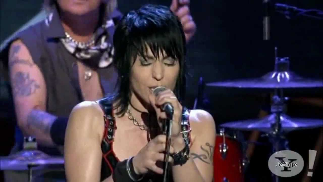 joan-jett-do-you-wanna-touch-me-androgynous-live-jettigre1