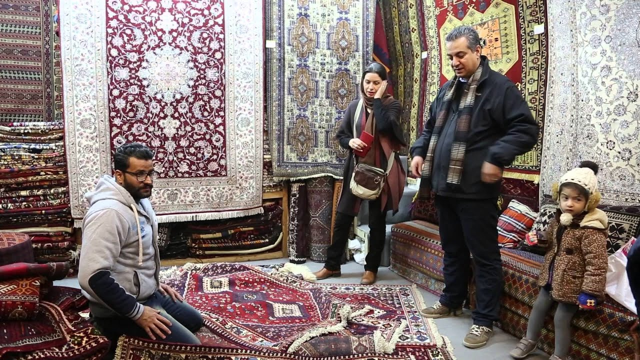 Iran Ispahan Vendeur De Tapis Iran Isfahan Carpet Seller Youtube
