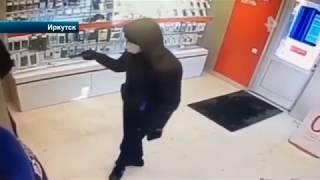 Отважный сотрудник магазина в Иркутской области спугнул грабителя стулом