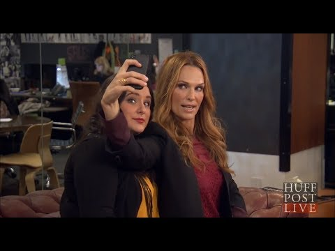 Supermodel Molly Sims On How To Take The Perfect Selfie