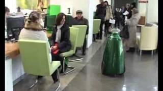 Открытие филиала сбербанка в Тамбове.flv(Первым в новом здании «Сбербанка» гостей встречает Сбер. Этот сотрудник ростом чуть ниже остальных, да..., 2011-11-11T10:10:48.000Z)