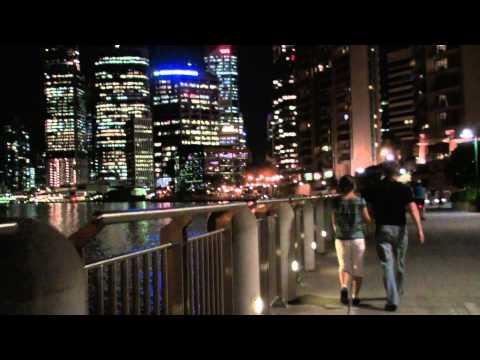 Walk along the Brisbane Waterfront at night